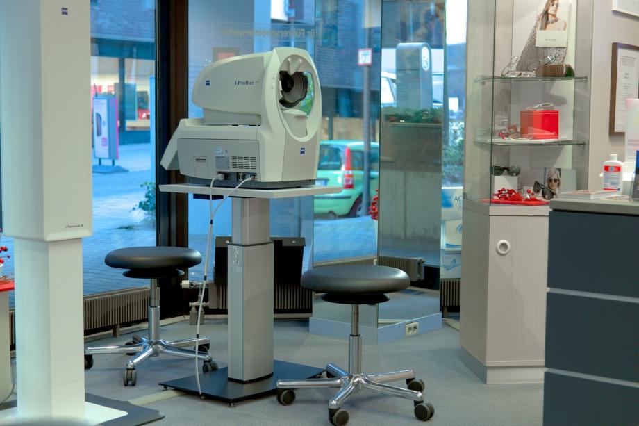 Der i.Profiler plus von ZEISS ermöglicht präzise Augenmessungen.